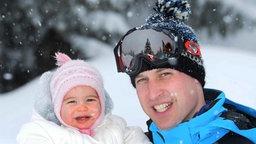 Prinz William und Tochter Prinzessin Charlotte im Winterurlaub in den französischen Alpen. ©  dpa - Bildfunk Fotograf: John StillwellPa