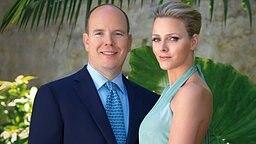 Fürst Albert und Charlene Wittstock geben am 23.06.2010 in Monaco ihre Verlobung bekannt. © dpa