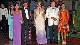 Prinzessin Caroline von Hannover (l-r); Ernst August von Hannover; Charlene Wittstock, Fürst Albert und Prinzessin Stephanie bei der Rot-Kreuz-Gala in Monaco am 01.08.2008. © dpa