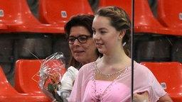 Prinzessin Alexandra von Hannover mit ihrer Mutter Caroline bei einer Eiskunstlaufveranstaltung in Linz. © Picture-Alliance / Citypress24