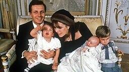 Prinzessin Caroline mit Stefano Casiraghi und ihren drei Kindern © dpa - picture alliance