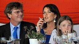 Ernst August Prinz von Hannover, Prinzessin Caroline und die gemeinsame Tochter Alexandra im Jahr 2008 bei einem Springreitturnier in Monte Carlo © Picture-Alliance / dpa