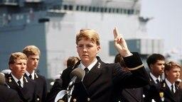 1986 leistet Prinz Willem Alexander seinen Eid bei der Marine. © dpa / Benelux Presse