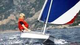 Willem Alexander beim Segeln im Jahr 1979 © dpa - Fotoreport
