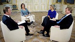 Kronprinz Willem-Alexander und Prinzessin Máxima beim Interview im niederländischen Fernsehen. © dpa Bildfunk Fotograf: Robin Utrecht