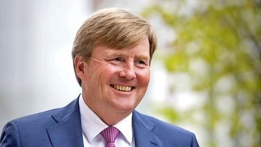 """König Willem-Alexander der Niederlande eröffnet am 19. April 2017 das Gebäude """"B30"""" in Den Haag. © picture alliance / Patrick van Katwijk/Dutch Photo Press/dpa"""