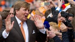 Koningsdag in den Niederlanden:  König Willem-Alexander gibt an seinem an seinem 50. Geburtstag in Tilburg Interviews. © dpa - Bildfunk Fotograf: Peter Dejong/AP/dpa