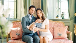 Prinz Carl Philip und seine Frau Sofia mit Sohn Alexander © royalcourt.se Fotograf: Erika Gerdemark