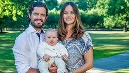 Prinz Carl Philip von Schweden und Prinzessin Sofia mit Sohn Prinz Alexander © Kungahuset.se / The Royal Court, Sweden Fotograf: Kate Gabor