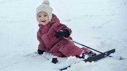 Prinzessin Estelle von Schweden beim Skifahren im Schnee © Kungahuset.se / Kate Gabor, The Royal Court, Sweden