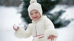 Prinzessin Estelle von Schweden beim Spielen im Schnee © Kungahuset.se / Kate Gabor, The Royal Court, Sweden