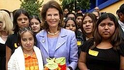Königin Silvia trifft Straßenkinder in Mexiko-Stadt © Picture-Alliance / dpa / Pressens Bild