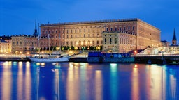Das Stockholmer Königsschloss am Abend © picture-alliance / Bildagentur Huber
