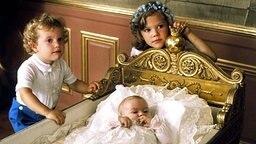 Prinz Carl Philip und Kronprinzessin Victoria bei der Taufe ihrer Schwester Prinzessin Madeleine 1982. © dpa - Fotoreport
