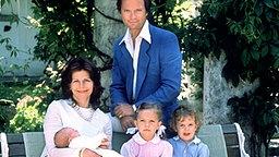 Vier Tage nach ihrer Geburt am 10. Juni 1982 präsentieren König Carl XVI. Gustaf und Königin Silvia Prinzessin Madeleine der Öffentlichkeit © Picture-Alliance / dpa