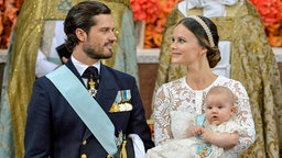 Prinz Carl Philip und seine Frau Sofia mit ihrem Sohn Alexander © dpa-Bildfunk Fotograf: Jonas Ekstromer
