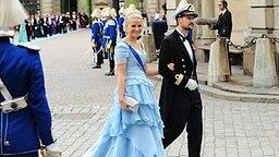 Prinzessin Mette-Marit und Kronprinz Haakon von Norwegen bei der Hochzeit von Kronprinzessin Victoria von Schweden in Stockkholm im Jahr 2010 © dpa Bildfunk Fotograf: Maja Suslin