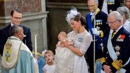Prinz Oscar von Schweden wird in der Schlosskirche des Stockholmer Palastes getauft. © dpa Bildfunk Foto: Jonas Ekstromer