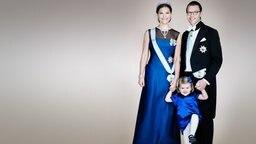 Prinzessin Victoria mit Tochter Estelle und Ehemann Daniel.  © The Royal Court, Schweden Foto: Anna-Lena Ahlström