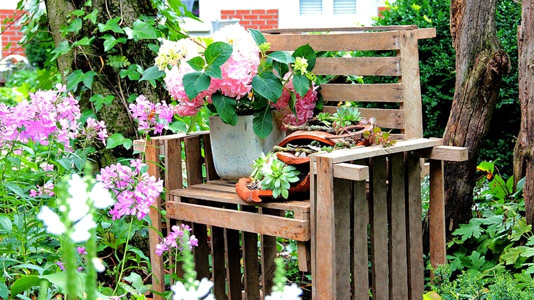 Einfach Verschraubt Blumenbank Aus Holzkisten Ndr De Ratgeber Verbraucher