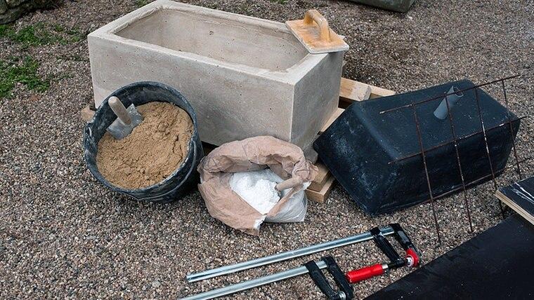 waschbecken aus beton waschtische aus holz waschbecken waschbecken aus beton klobig die. Black Bedroom Furniture Sets. Home Design Ideas
