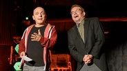 Bernhard Hoecker und Wigald Boning beantworten die Fragen des Publikums. © NDR Fotograf: Benjamin Hüllenkremer