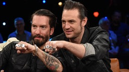 Alec Völkel und Sascha Vollmer von der Band The BossHoss zu Gast in der NDR Talk Show am 02.10.2015 © NDR/Uwe Ernst Foto: Uwe Ernst