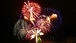 Feuerwerk am Leuchtturm Warnemünde © NDR Foto: Paul-Friedrich Sager aus Rostock