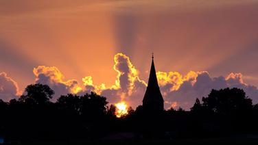 Sonnenaufgang über Hanshagen © NDR Fotograf: Uwe Kantz aus Hinrichshagen