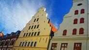 Typisch hanseatische Architektur in der Altstadt von Wismar. © NDR Foto: Werner Bayer aus Neubrandenburg