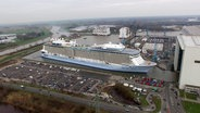 "Werft-Arbeit der Superlative: Ausdocken der ""Ovation of the Seas"" in der Meyer Werft Papenburg. © NDR"