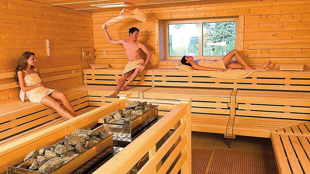 sauna trotz brustamputation kirche im ndr. Black Bedroom Furniture Sets. Home Design Ideas