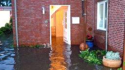 Überschwemmtes Haus © NDR Foto: Screenshot