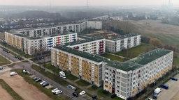 """Mehrere Wohnblöcke in Schwerin wurden 2015 an die """"Intown Wohnen Schwerin GmbH"""" verkauft. © NDR Foto: Screenshot"""