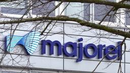 """Außenfassade mit Logo der Firma """"Majorel"""" © NDR /ARD Foto: Screenshot"""