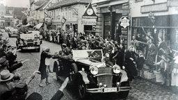 Hitler fährt durch Eckernförde am 29.8.1935, Quelle: Stadtarchiv Eckernförde © NDR