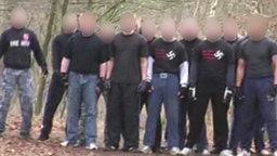 Hooligans mit Hakenkreuzen © NDR