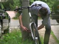 Mann an einem Fahrrad © NDR Fotograf: NDR