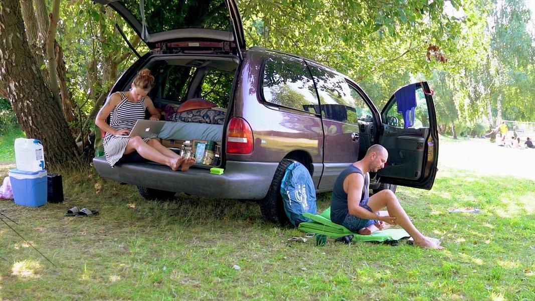 leben im auto fernsehen sendungen a z. Black Bedroom Furniture Sets. Home Design Ideas