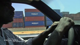 Container im Hafen von Tema, Ghana. © NDR/ARD