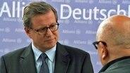 Allianz-Sprecher Hermann-Josef Knipper, im Gespräch mit Christoph Lütgert. © NDR
