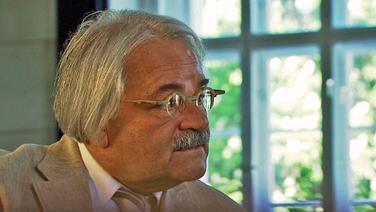 Versicherungsrechtler Hans-Peter Schwintowski. © NDR