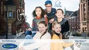 E-Card der Pfefferkörner, 9. Generation: Mia (Marleen Quentin vorn li) und Alice (Emilia Flint vorn re), hinten vlnr Lisha (Emma Roth), Benny (Ruben Storck) und Johannes (Luke Matt Röntgen) © NDR/Studio HH Foto: Boris Laewen