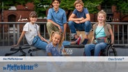 E-Card der Pfefferkörner, 11. Generation: Luna (Lou), Caspar (Tarun), Leander (Jonny), Elyza (Pippa) und Charlotte (Clarissa) © NDR/Letterbox Foto: Boris Laewen