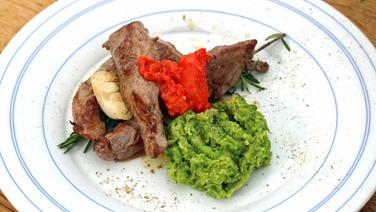 Lammfilets mit Erbsenpüree und Brokkoli