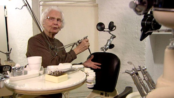 zeitreise die zahnarzt pionierin fernsehen sendungen a z schleswig holstein. Black Bedroom Furniture Sets. Home Design Ideas