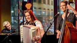Die Band Elaiza singt ihren neuen Hit. © NDR/Uwe Ernst Foto: Uwe Ernst