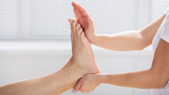 Fuß und Zeh: Physiotherapie gegen Schmerzen