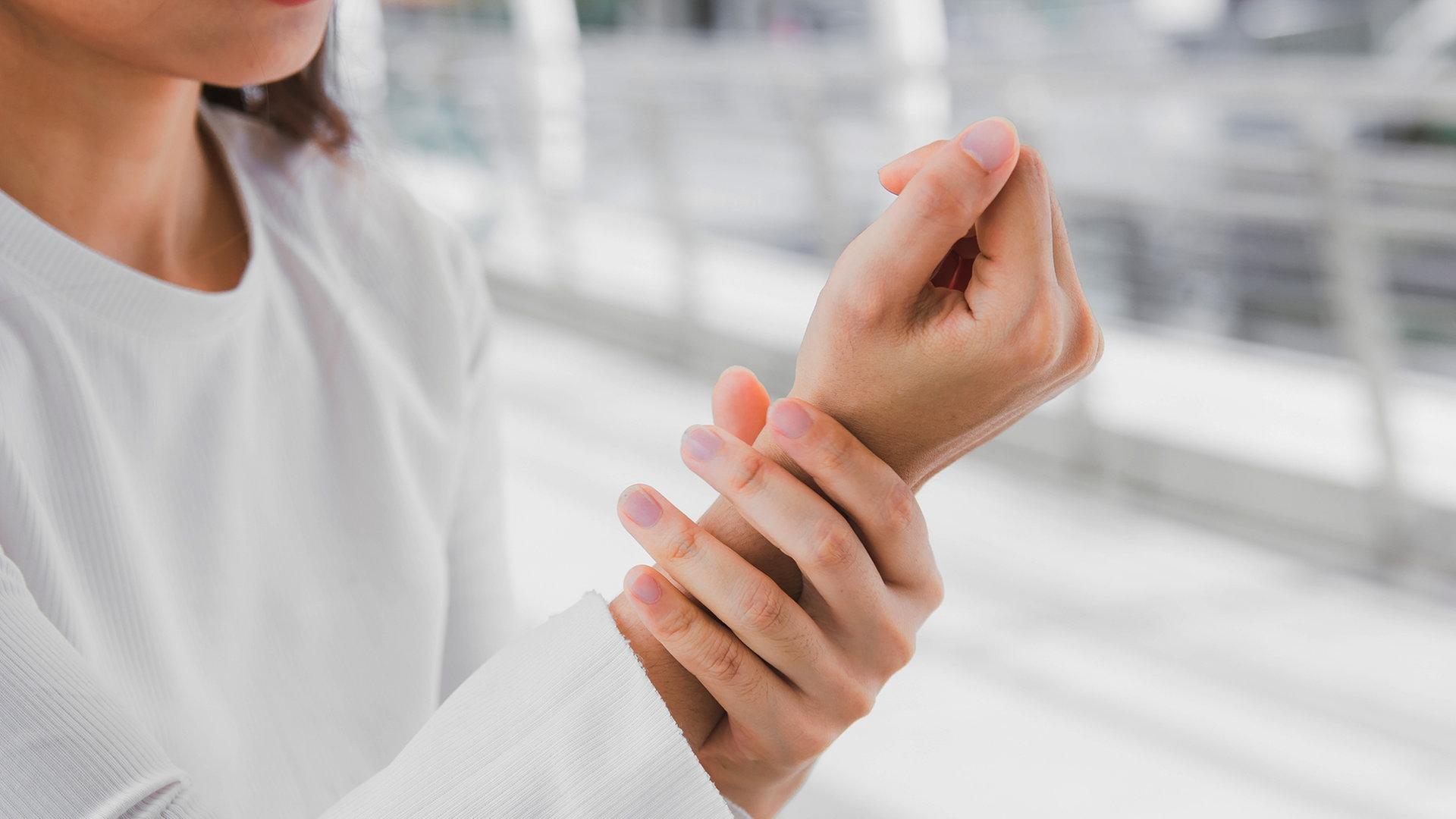 Ohne finger schmerzen brechen knochen brechen