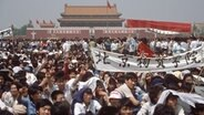 Studenten demonstrieren 1989 auf dem Tiananmen-Platz in Peking.  Foto: Edgar Bauer